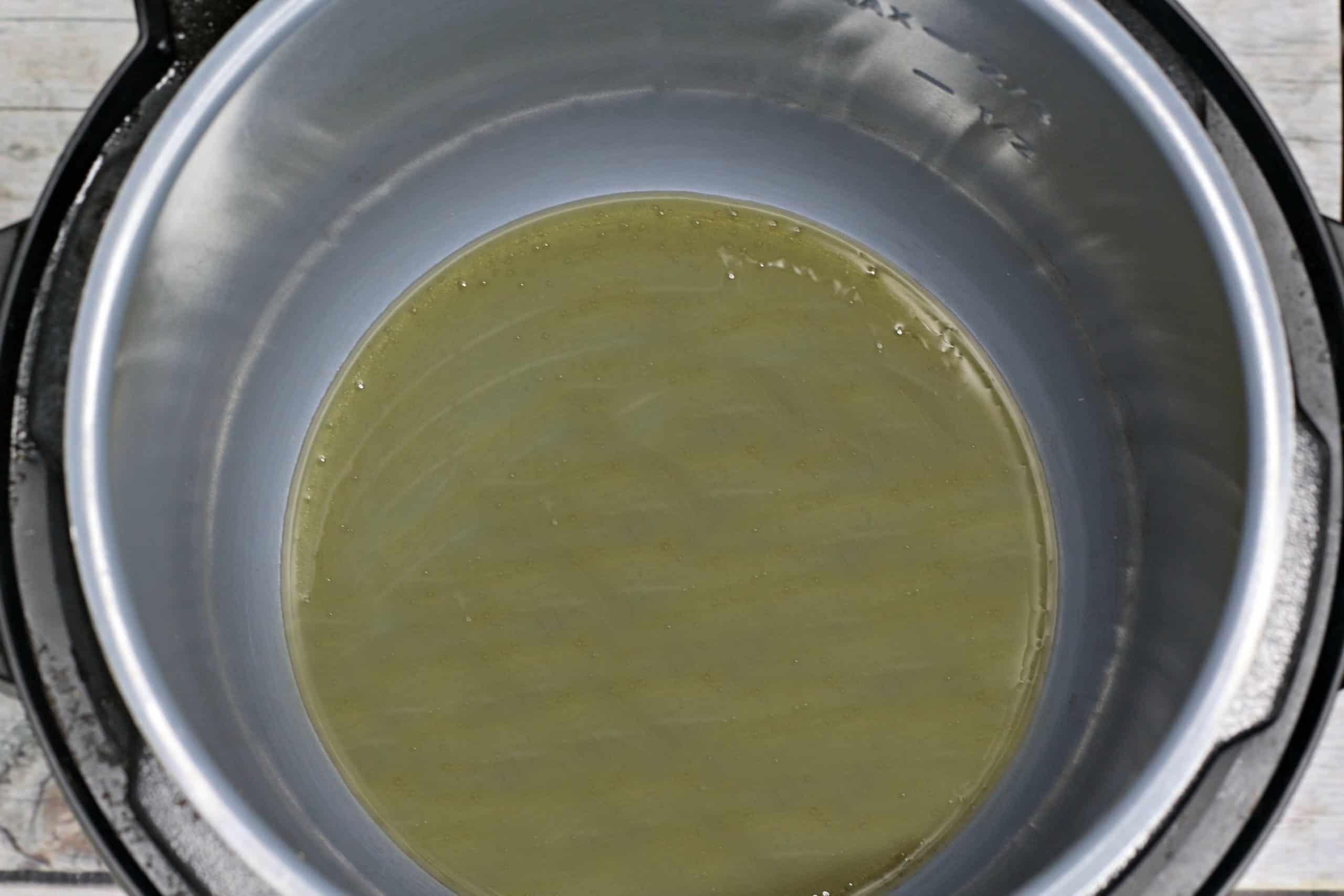 honey in pot